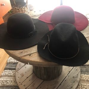 Accessories - Lot of 3 hats!